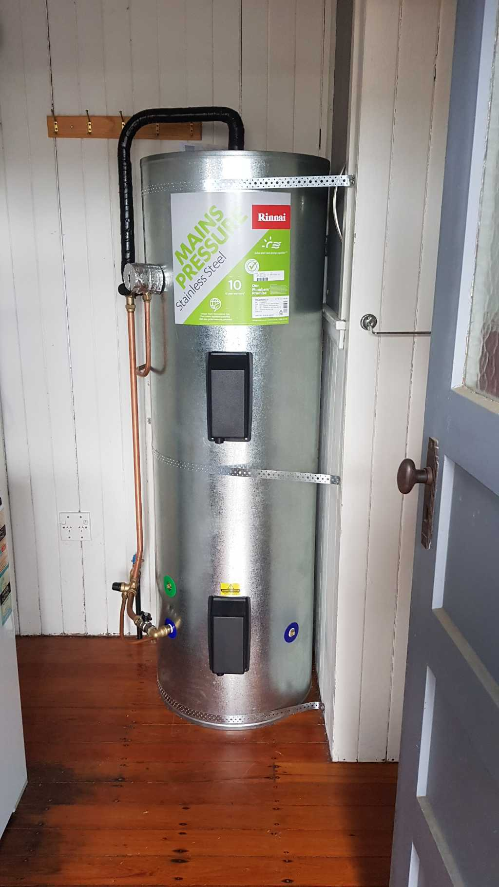 Indoor Rinnai mains pressure hot water cylinder